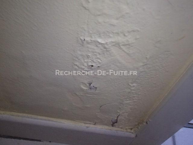 humidit plafond chambre resine de protection pour peinture. Black Bedroom Furniture Sets. Home Design Ideas